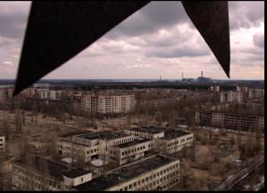 Ein Blick von einem der Hochhäuser von Pripyat auf die Stadt - unter den Zacken eines alten Sowjetssterns: Foto Nikola Kuzmanic