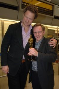 Autor Gerald Praschl mit Regisseur Florian Henckel von Donnersmarck - am Berliner Flughafen Tegel nach Donnersmarcks Rückkehr von der Oscar-Verleihung 2007