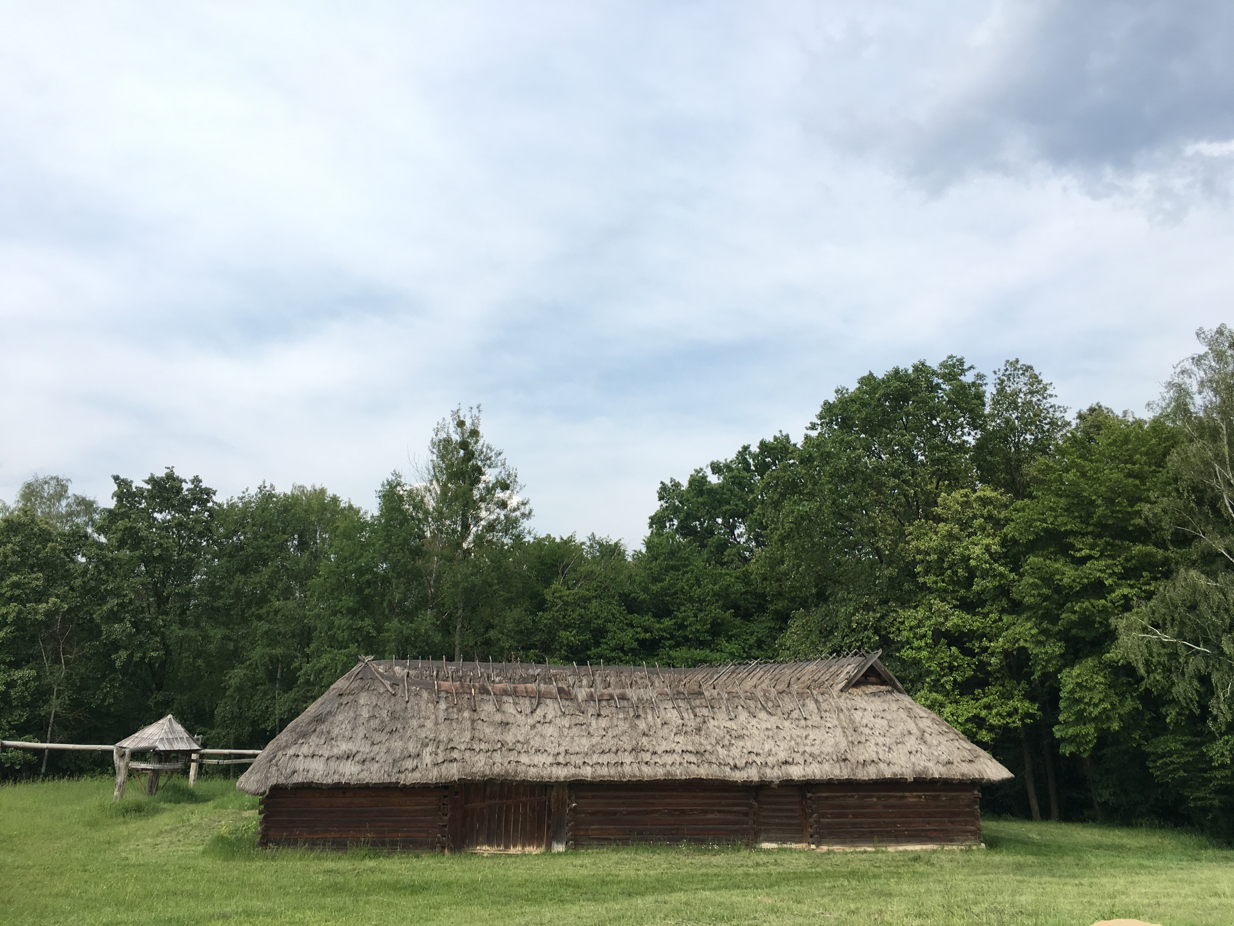 Das älteste Gebäude des Museums, ein ukrainischer Vierseithof eines Wehrbauern aus dem 16. Jahrhundert
