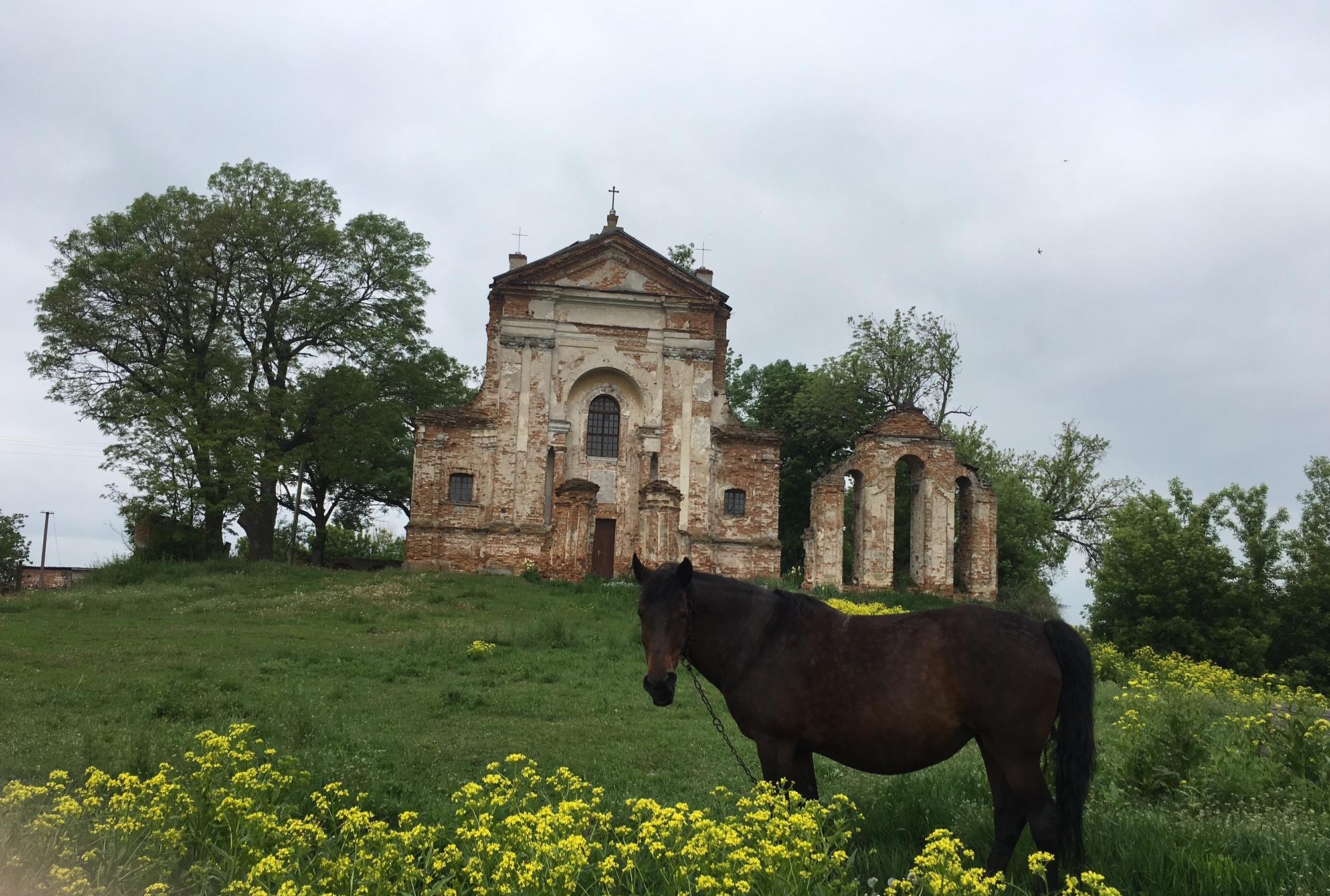 Die bis heute römisch-katholische Kirche von Stara Kotelnja
